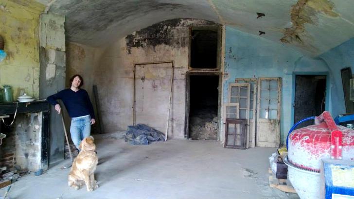 tilestwra.gr : chez9 Πήραν ένα μικρό δάνειο και έφτιαξαν το σπίτι των ονείρων τους μέσα σε μια σπηλιά!