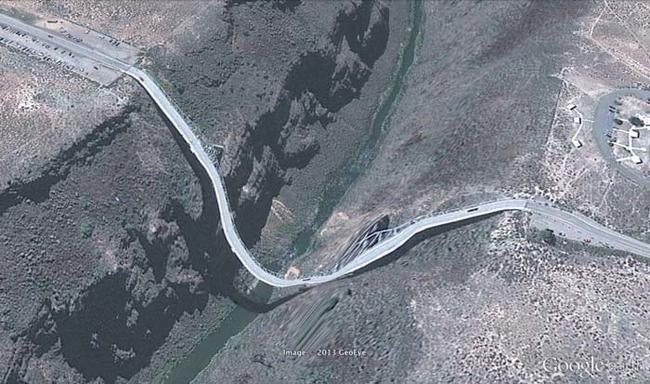 tilestwra.gr : desktop 1412354767 Αν οι δρόμοι έμοιαζαν έστω και λίγο με τις φωτογραφίες τους στο Google Earth, θα το σκεφτόσασταν πολύ να οδηγήσετε ξανά !!!