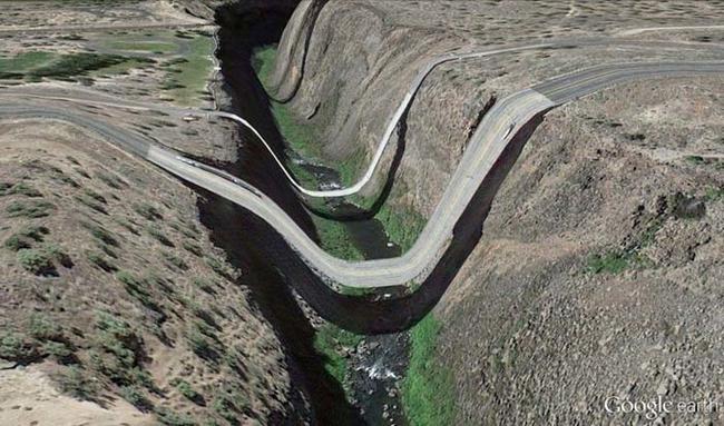 tilestwra.gr : desktop 14123547731 Αν οι δρόμοι έμοιαζαν έστω και λίγο με τις φωτογραφίες τους στο Google Earth, θα το σκεφτόσασταν πολύ να οδηγήσετε ξανά !!!