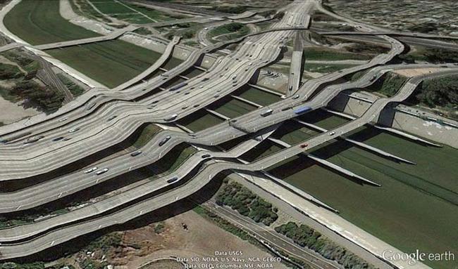 tilestwra.gr : desktop 1412354778 Αν οι δρόμοι έμοιαζαν έστω και λίγο με τις φωτογραφίες τους στο Google Earth, θα το σκεφτόσασταν πολύ να οδηγήσετε ξανά !!!