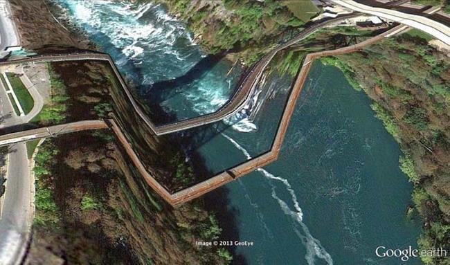 tilestwra.gr : desktop 1412354783 Αν οι δρόμοι έμοιαζαν έστω και λίγο με τις φωτογραφίες τους στο Google Earth, θα το σκεφτόσασταν πολύ να οδηγήσετε ξανά !!!