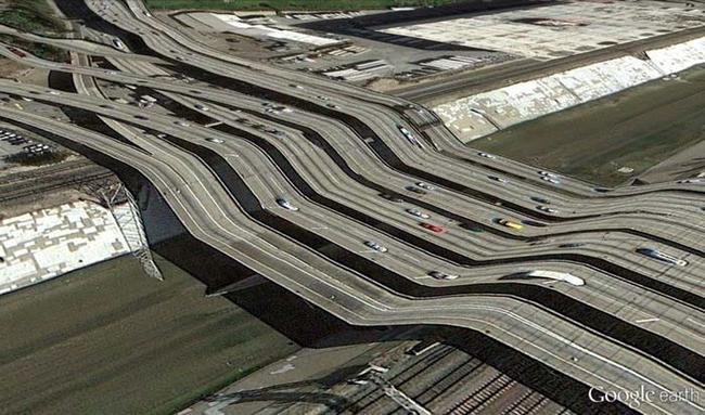 tilestwra.gr : desktop 1412354784 Αν οι δρόμοι έμοιαζαν έστω και λίγο με τις φωτογραφίες τους στο Google Earth, θα το σκεφτόσασταν πολύ να οδηγήσετε ξανά !!!