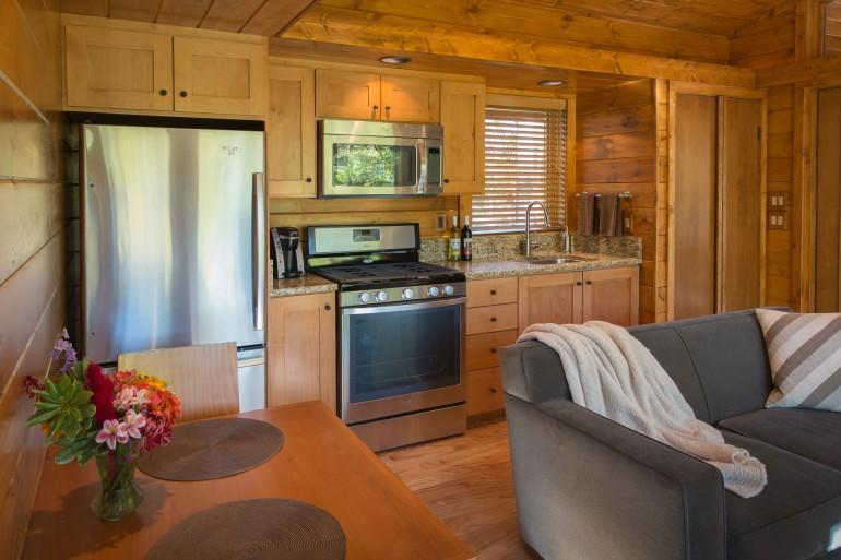 diaforetiko.gr : escape mobile cabin 13 Το σπίτι των ονείρων σας: Μοιάζει με μια παλιά ξύλινη καλύβα των 47 τ.μ.... αλλά στο εσωτερικό της κρύβεται ένα διακοσμητικό θαύμα!!!