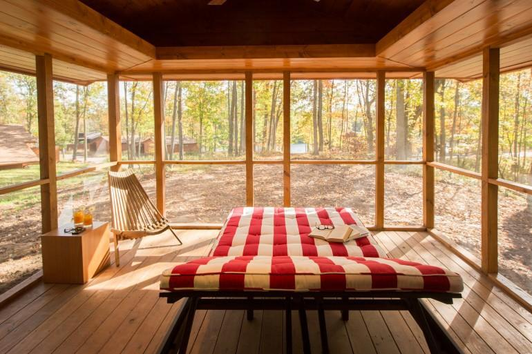 diaforetiko.gr : escape mobile cabin 15 Το σπίτι των ονείρων σας: Μοιάζει με μια παλιά ξύλινη καλύβα των 47 τ.μ.... αλλά στο εσωτερικό της κρύβεται ένα διακοσμητικό θαύμα!!!