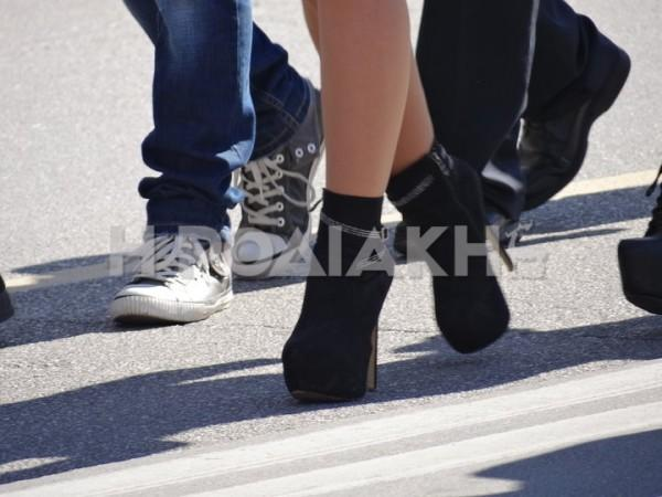 ef5382c9751 ΕΛΕΟΣ! ΠΑΡΕΛΑΣΗ από… ΤΑΚΟΥΝΙΑ στην μαθητική παρέλαση στη Ρόδο ...