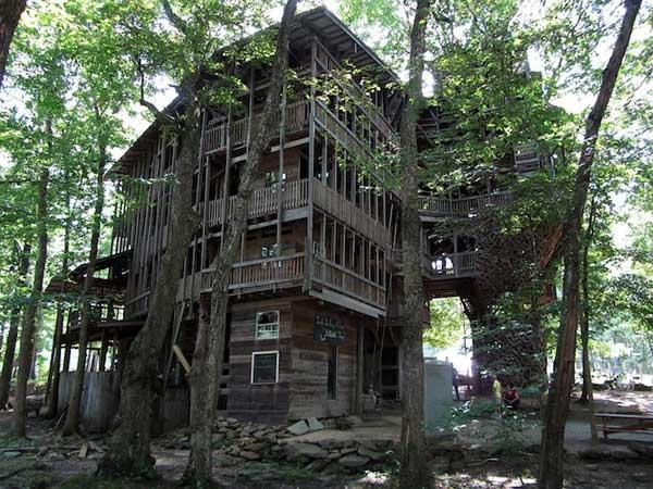 diaforetiko.gr : Tree House Stands 97 Feet High 3 Το μεγαλύτερο δεντρόσπιτο στον κόσμο έχει 80 δωμάτια και μπήκε στο βιβλίο Γκίνες