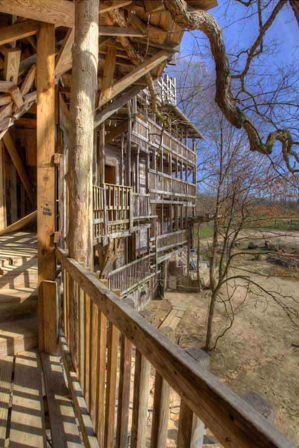 diaforetiko.gr : Tree House Stands 97 Feet High 8 Το μεγαλύτερο δεντρόσπιτο στον κόσμο έχει 80 δωμάτια και μπήκε στο βιβλίο Γκίνες