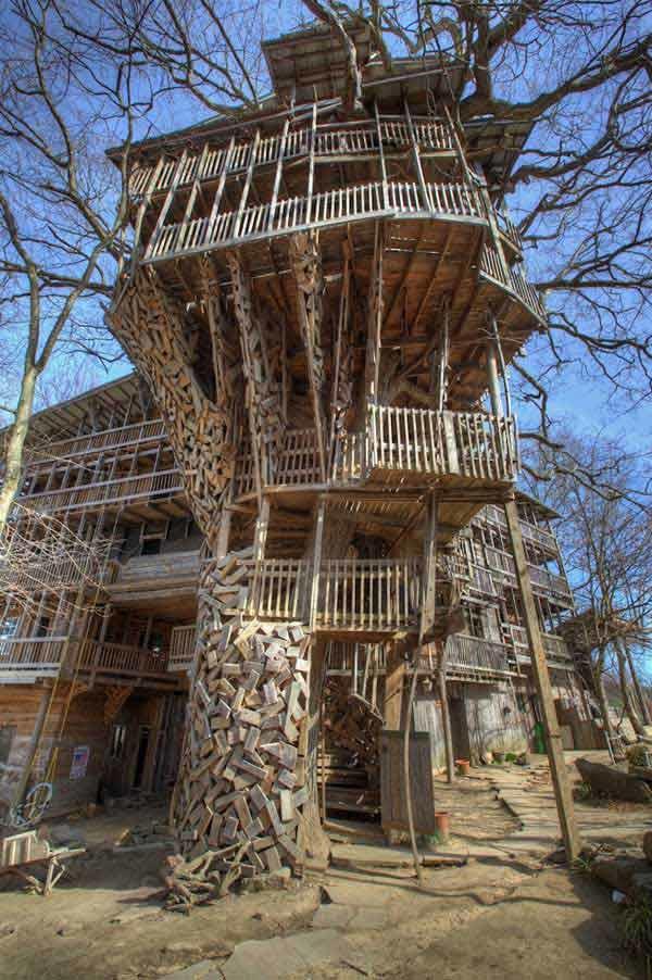 diaforetiko.gr : Tree House Stands 97 Feet High 9 Το μεγαλύτερο δεντρόσπιτο στον κόσμο έχει 80 δωμάτια και μπήκε στο βιβλίο Γκίνες