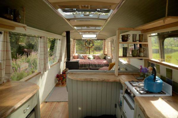 diaforetiko.gr : majestic bus small home2 Βλέπετε ένα παλιό λεωφορείο;;; Θα μείνετε άφωνοι αν δείτε τι κρύβεται στο εσωτερικό του!