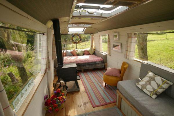 diaforetiko.gr : majestic bus small home5 Βλέπετε ένα παλιό λεωφορείο;;; Θα μείνετε άφωνοι αν δείτε τι κρύβεται στο εσωτερικό του!