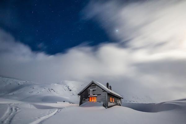 diaforetiko.gr : 1616 600x400 20 μοναχικά μικροσκοπικά σπίτια παραδομένα στη μαγεία του χειμώνα.