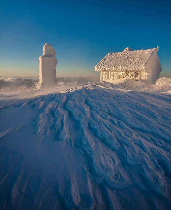 diaforetiko.gr : 1812 600x739 20 μοναχικά μικροσκοπικά σπίτια παραδομένα στη μαγεία του χειμώνα.