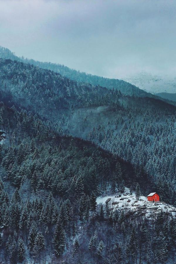 diaforetiko.gr : 267 600x899 20 μοναχικά μικροσκοπικά σπίτια παραδομένα στη μαγεία του χειμώνα.