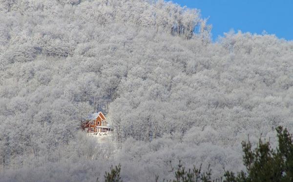 diaforetiko.gr : 720 600x372 20 μοναχικά μικροσκοπικά σπίτια παραδομένα στη μαγεία του χειμώνα.