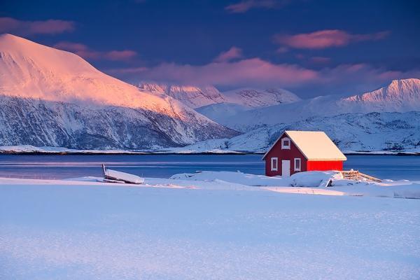 diaforetiko.gr : 917 600x400 20 μοναχικά μικροσκοπικά σπίτια παραδομένα στη μαγεία του χειμώνα.