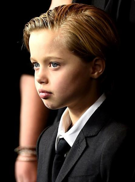 diaforetiko.gr : brad pitt angelina jolie kori 3 570 445x600 Η 8χρονη κόρη των Μπραντ Πιτ και Ατζελίνα Τζολί ξεπερνά σε ομορφιά ακόμη και τον μικρό Μπέκαμ!