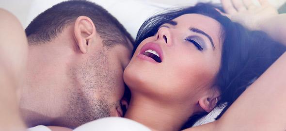 Νεαρά ζευγάρια που κάνουν σεξ