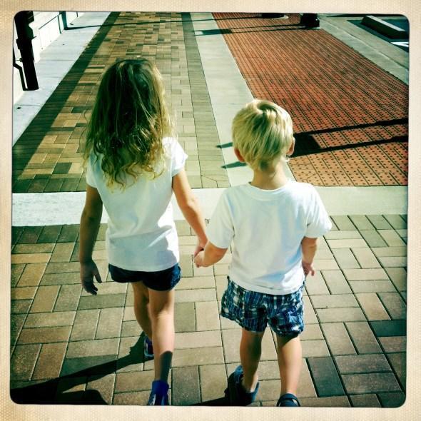 diaforetiko.gr : 2010 10 09 11.54.05 7 σημαντικοί λόγοι που ένα παιδί πρέπει να έχει αδέλφια.