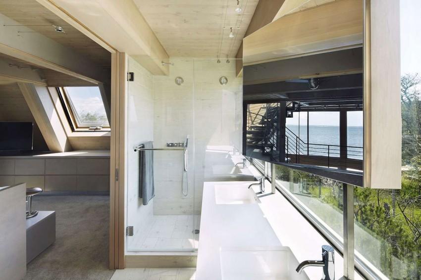 A-Frame-beach-house-bathroom