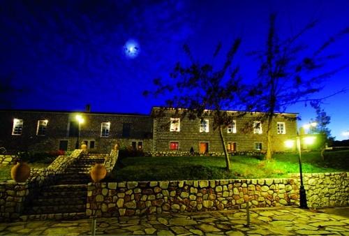 diaforetiko.gr : big anodoliana2 Τα 11 πιο όμορφα ελληνικά χωριά. Αντέχετε τόσο ομορφιά;