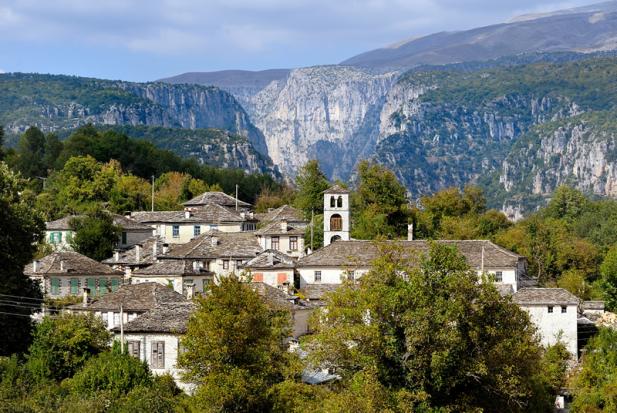 diaforetiko.gr : big dilofo4 Τα 11 πιο όμορφα ελληνικά χωριά. Αντέχετε τόσο ομορφιά;