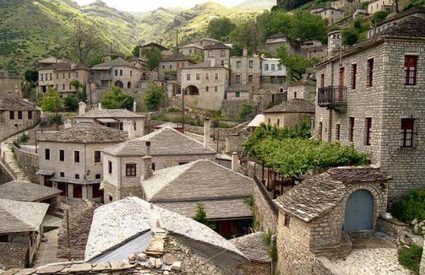 diaforetiko.gr : big syrrako2 Τα 11 πιο όμορφα ελληνικά χωριά. Αντέχετε τόσο ομορφιά;