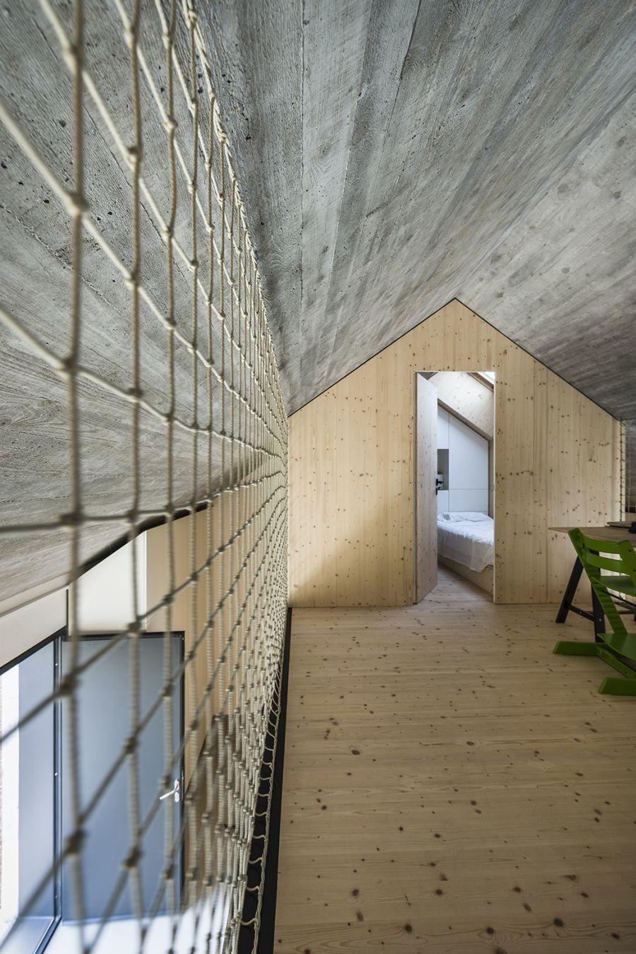 diaforetiko.gr : compact karst house dekleva gregori arhitekti interior design2 Εκπληκτικό! Εξοχικό σπίτι συνδυάζει άψογα την παραδοσιακή με τη μοντέρνα αρχιτεκτονική!!