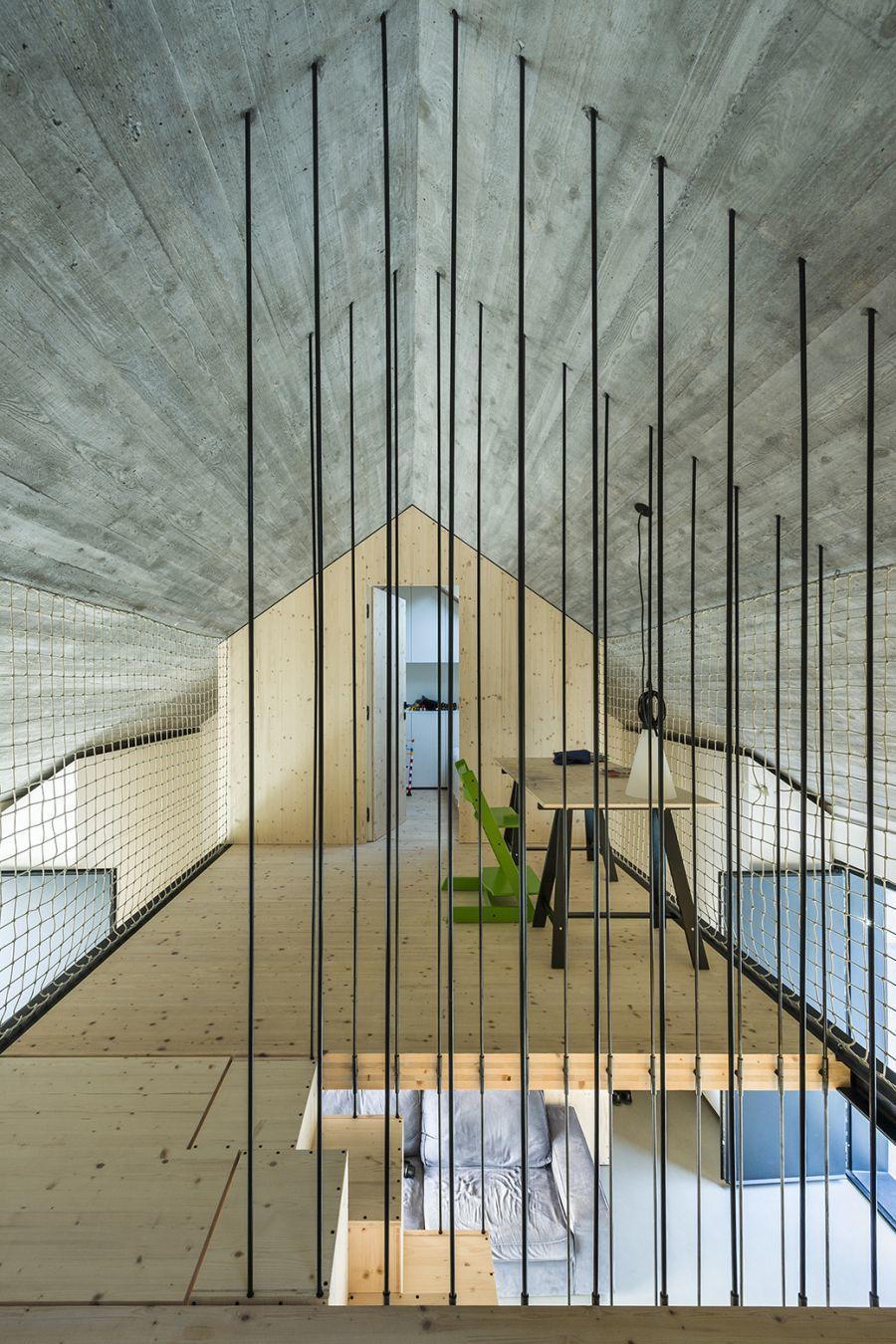 diaforetiko.gr : compact karst house dekleva gregori arhitekti upstrairs Εκπληκτικό! Εξοχικό σπίτι συνδυάζει άψογα την παραδοσιακή με τη μοντέρνα αρχιτεκτονική!!