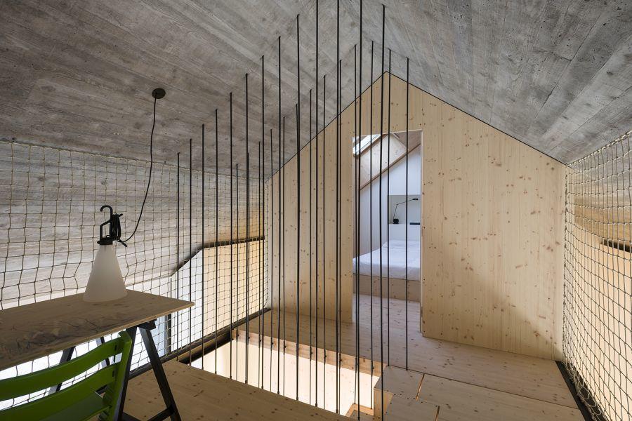 diaforetiko.gr : compact karst house dekleva gregori arhitekti wires Εκπληκτικό! Εξοχικό σπίτι συνδυάζει άψογα την παραδοσιακή με τη μοντέρνα αρχιτεκτονική!!