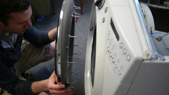 desktop 1421172890 Αυτός ο άντρας μετέτρεψε ένα παλιό πλυντήριο σε κάτι πανέμορφο.