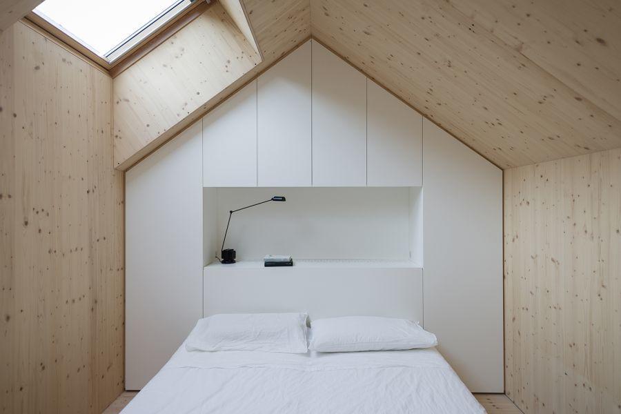 diaforetiko.gr : minimalist bedroom compact karst house dekleva gregori arhitekti Εκπληκτικό! Εξοχικό σπίτι συνδυάζει άψογα την παραδοσιακή με τη μοντέρνα αρχιτεκτονική!!