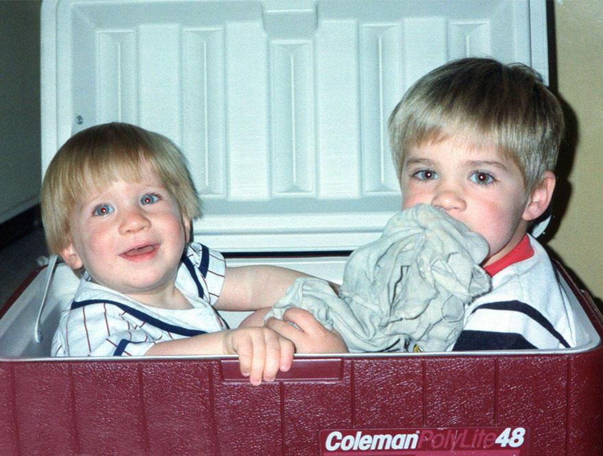 three-brothers-remake-childhood-photos-christmas-calendar-gift-14