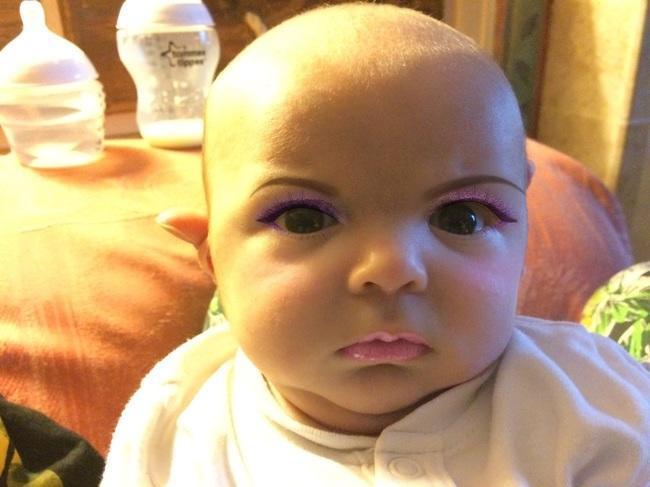 diaforetiko.gr : ef7d14f3ada80baa35c602f487fced66 650x Μητέρα μεταμορφώνει με τη βοήθεια του κινητού της το μωρό της για να σκοτώσει την ώρα της! Θα κάνατε ποτέ κάτι τέτοιο;;;