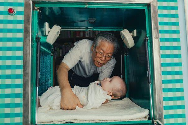 diaforetiko.gr : kouti mwra 5  Υπάρχει ένας άντρας στη Νότια Κορέα που φτιάχνοντας ένα κουτί έσωσε αμέτρητες ζωές παιδιών