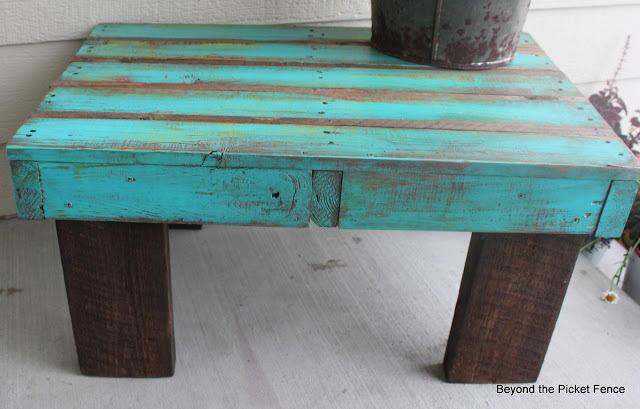 diaforetiko.gr : 1427100368 db3a17f7bcac837ecc1fe2bc630a5473 Πήραν μερικές παλιές ξύλινες παλέτες και δεν θα πιστεύετε τι έφτιαξαν! Ειδικά το νούμερο 19 είναι τόσο πανέμορφο και λειτουργικό!