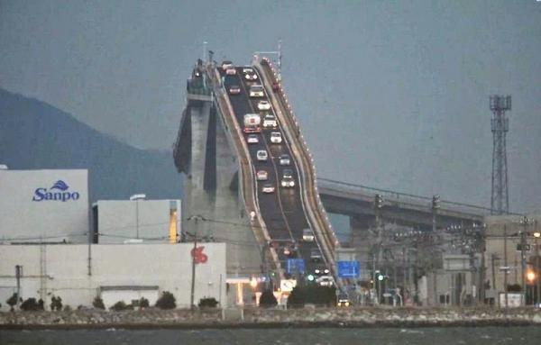 diaforetiko.gr : 345 600x383 Η γέφυρα οφθαλμαπάτη που προκαλεί τρόμο και ίλιγγο!