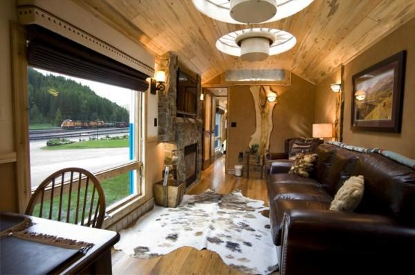 diaforetiko.gr : 7 600x398 Μοιάζει με ένα εγκαταλειμμένο τρένο. Όταν όμως ανεβείτε τα σκαλιά; ΑΠΙΣΤΕΥΤΟ!