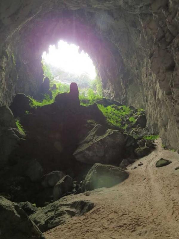 7cuev 600x800 ΑΠΙΣΤΕΥΤΟ: Ένας αγρότης είδε μια τρύπα σε έναν βράχο Αυτό που υπάρχει στο εσωτερικό άφησε άφωνο όλο τον πλανήτη!