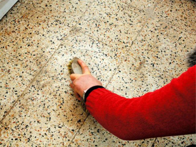 diaforetiko.gr : 7f28a805791e1c79149ca7b2f7cec460 650x 14 χρήσεις του αντισκωρικού σπρέι WD 40 που σας λύσουν τα χέρια!