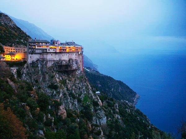 diaforetiko.gr : moni1 Μοναστήρια της Ελλάδας χάρμα οφθαλμών! Τοπία που εμπνέουν γαλήνη και ομορφιά…
