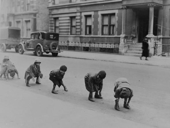 diaforetiko.gr : slide 406576 5083148 free1 Πώς έπαιζαν τα παιδιά πριν το Internet: Ένα νοσταλγικό φωτογραφικό αφιέρωμα!!!