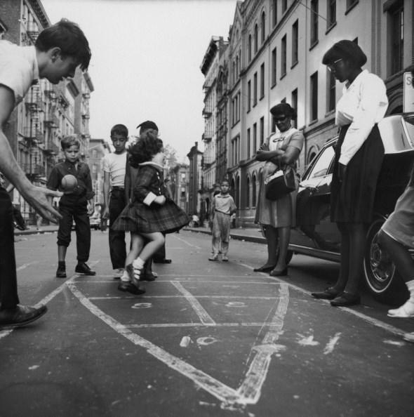 diaforetiko.gr : slide 406576 5083162 free1 Πώς έπαιζαν τα παιδιά πριν το Internet: Ένα νοσταλγικό φωτογραφικό αφιέρωμα!!!
