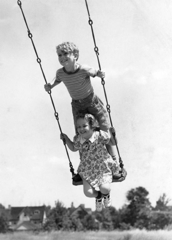 diaforetiko.gr : slide 406576 5083168 free1 Πώς έπαιζαν τα παιδιά πριν το Internet: Ένα νοσταλγικό φωτογραφικό αφιέρωμα!!!