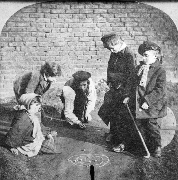 diaforetiko.gr : slide 406576 5083170 free1 Πώς έπαιζαν τα παιδιά πριν το Internet: Ένα νοσταλγικό φωτογραφικό αφιέρωμα!!!
