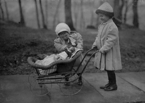 diaforetiko.gr : slide 406576 5083172 free1 Πώς έπαιζαν τα παιδιά πριν το Internet: Ένα νοσταλγικό φωτογραφικό αφιέρωμα!!!