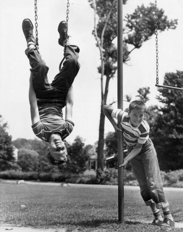 diaforetiko.gr : slide 406576 5083176 free1 Πώς έπαιζαν τα παιδιά πριν το Internet: Ένα νοσταλγικό φωτογραφικό αφιέρωμα!!!