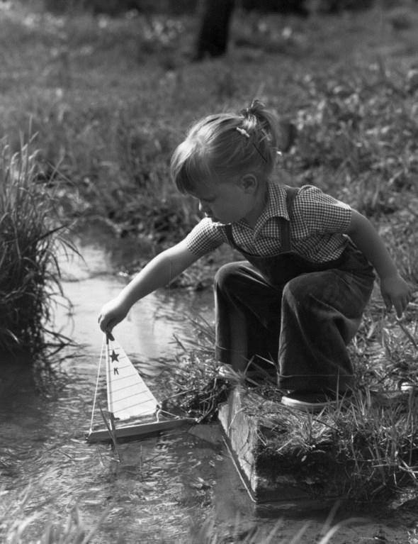 diaforetiko.gr : slide 406576 5083192 free1 Πώς έπαιζαν τα παιδιά πριν το Internet: Ένα νοσταλγικό φωτογραφικό αφιέρωμα!!!