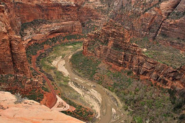 diaforetiko.gr : Zion National Park 18 Ο πιο επικίνδυνος δρόμος του πλανήτη, έχει την πιο εντυπωσιακή θέα