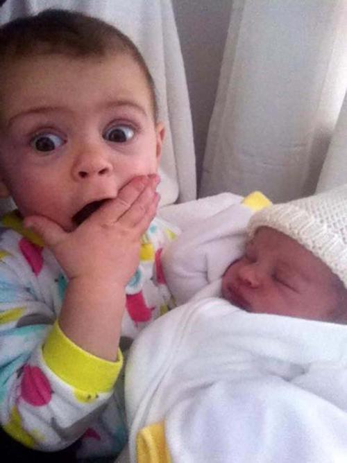 diaforetiko.gr : 000012 Απίστευτες αντιδράσεις παιδιών που αντικρίζουν τα νεογέννητα αδέλφια τους για πρώτη φορά!