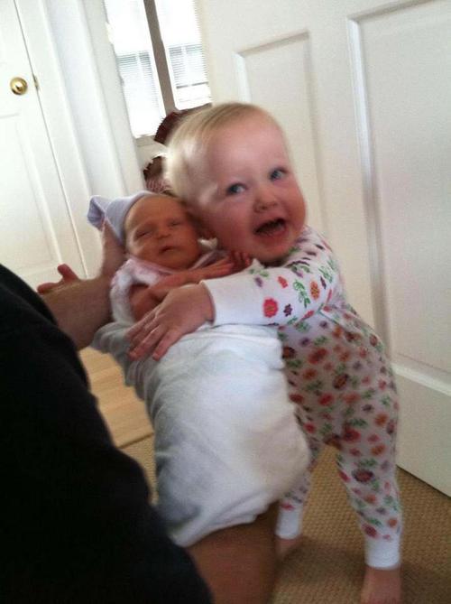 diaforetiko.gr : 000015 Απίστευτες αντιδράσεις παιδιών που αντικρίζουν τα νεογέννητα αδέλφια τους για πρώτη φορά!